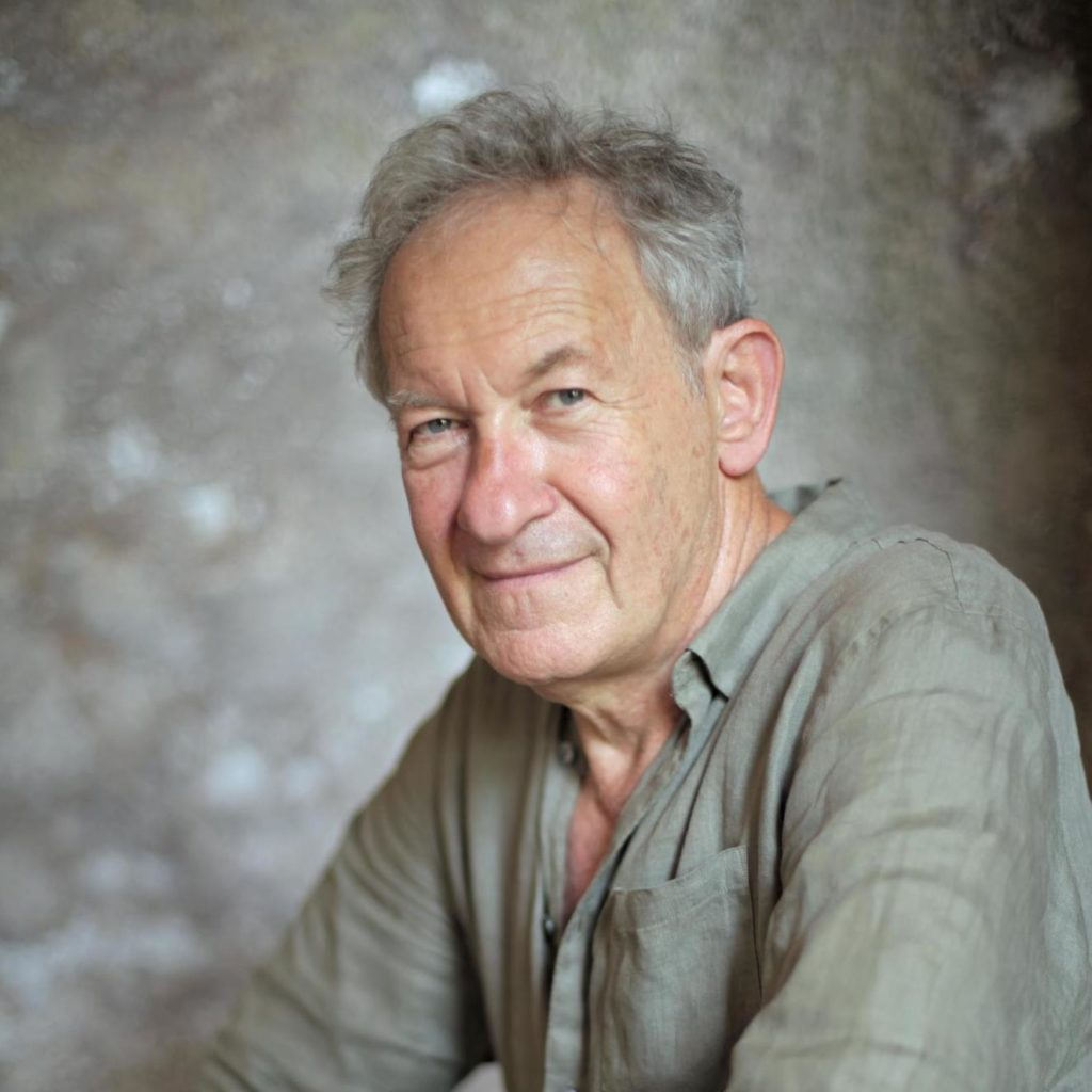 Portrait of Sir Simon Schama wearing casual clothes.